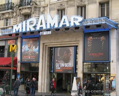 Cinéma Miramar à Paris, réseau Rytmann à Montparnasse: détail de la façade du cinéma.