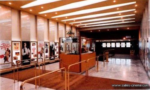 Hall du cinéma Gaumont Nice devenu le Pathé Masséna