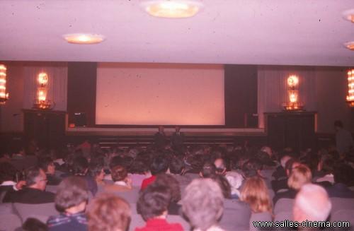 Salle du cinéma Gaumont-Royal de Lyon en 1975