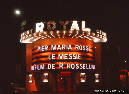 Façade du Gaumont-Royal de Lyon en 1975