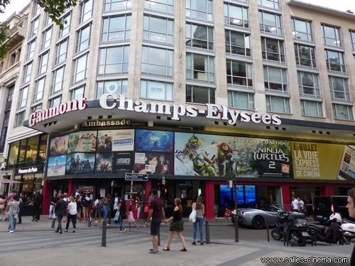 Fermeture du cinéma Gaumont Ambassade sur les Champs-Elysées.